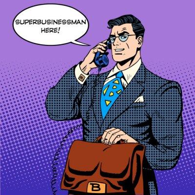 Hombre de negocios estupendo héroe habla el teléfono éxito financiero