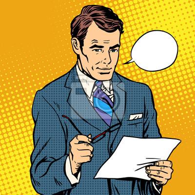 Hombre de negocios leyendo un documento