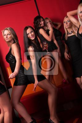 chicas guapas bailando