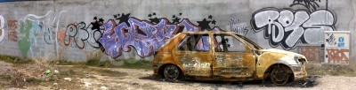 Póster Imagen de un coche quemado.