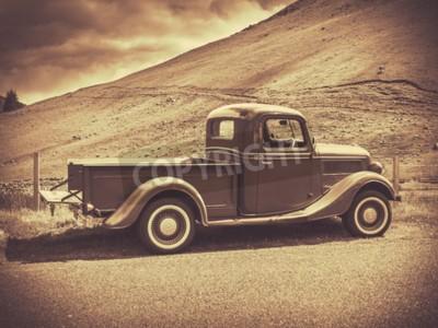 Póster Imagen retra de la sepia del estilo de un carro de la vendimia en el campo