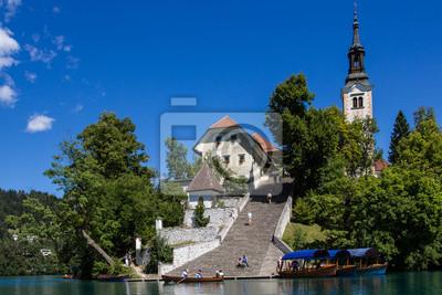 Isla de Bled con su escalera empinada, Lago Bled, Eslovenia.