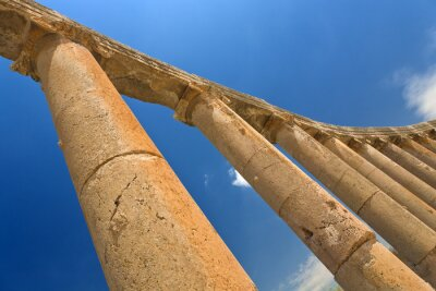 Póster Jordán. Jerash (la antigua ciudad romana de Geraza). Fragmento de la columnata del Foro con capiteles en orden jónico