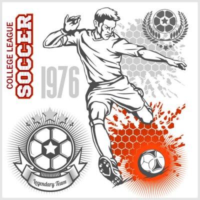 Póster Jugador de fútbol pateando bola y emblemas de fútbol.