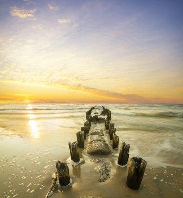 Póster Krajobraz morski-falochron i zachód słońca
