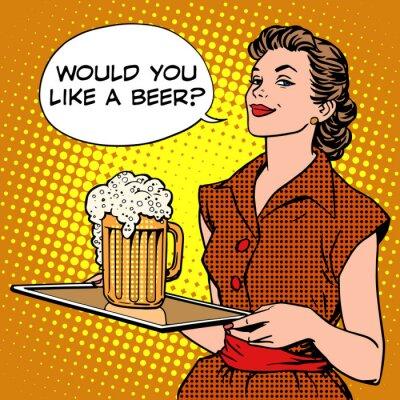 La camarera de cerveza en una bandeja
