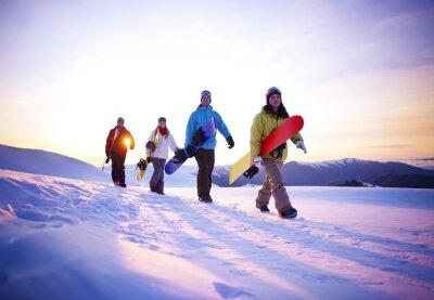 Póster La gente en su manera de embarque de la nieve