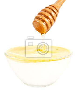 la miel en un vaso con yogurt