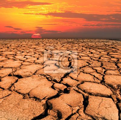 la tierra seca y agrietada de los desastres naturales