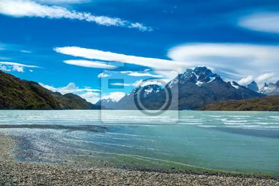 Lago Pehoe y Guernos montañas hermoso paisaje, Parque Nacional Torres del Paine, Patagonia, Chile, América del Sur