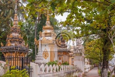 Las pequeñas estupas en la ciudad de Vientiane