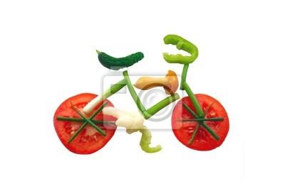 Las verduras en rodajas en forma de una bicicleta