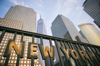 Póster Los modernos rascacielos del centro de Manhattan de Nueva York horizonte de la torre en el cielo azul