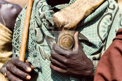 Manos de un hombre Arbore, valle del Omo, Etiopía