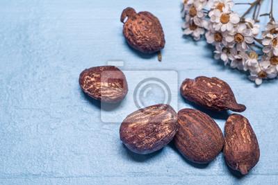 manteca de karité nueces y flores en madera azul
