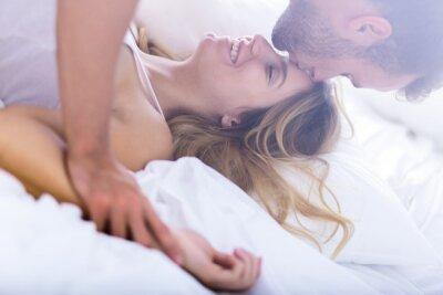 Póster Matrimonio joven durante el sexo matutino