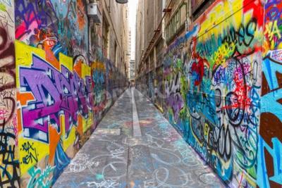 Póster MELBOURNE, AUSTRALIA - 16 de marzo 2015: Pintada colorida en estrecho callejón de la ciudad.