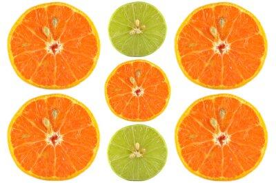 Póster Metades de naranja y lima sobre fondo blanco