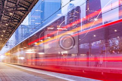 Moderno tren de alta velocidad.