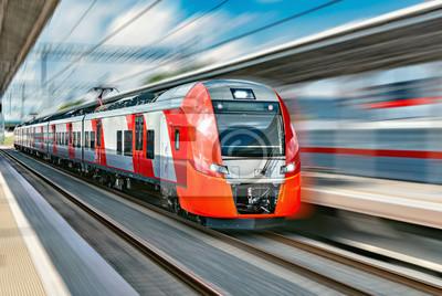 Moderno tren de alta velocidad