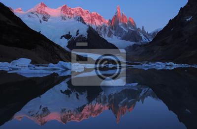 Montaña Cerro Torre. Parque Nacional Los Glaciares.