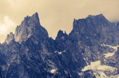 Póster Montañas nevadas de la montaña