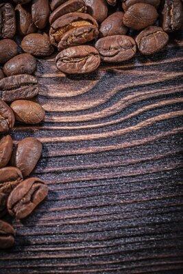 Póster Montón de granos de café en la cosecha de tablero de madera de vista superior