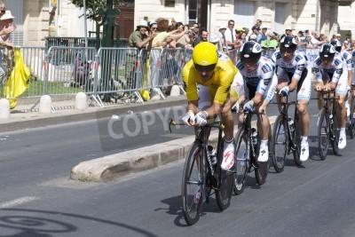 Póster MONTPELLIER, Francia - 07 de julio: empuja equipo Saxobank adelante en la etapa 4 del Tour de Francia 2009, el 7 de julio de 2009 en Montpellier, Francia