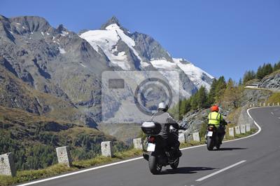 Motocicletas en frente de Grossglockner, Grossglockner High Alpine Road