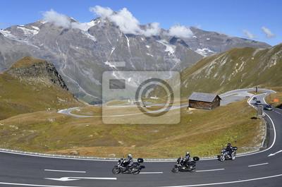 Motocicletas en la carretera alpina Grossglockner