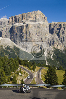 Motociclistas en Passo Sella Sella hace