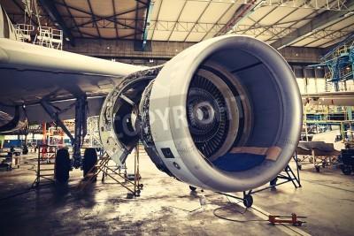 Póster Motor del avión bajo mantenimiento pesado