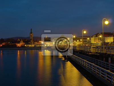 Muelle de la noche en Sopot, Polonia.