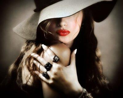 Póster Mujer bastante joven atractiva con los labios rojos, beso joyería de la vendimia