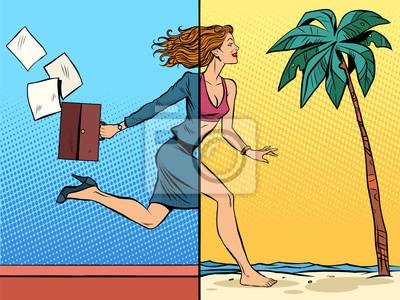 Mujer de negocios soñando sobre vacaciones en el mar