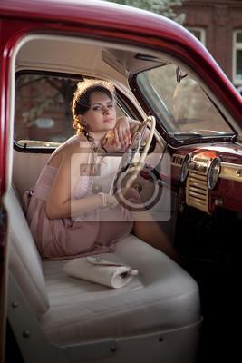Mujer en el coche de la vendimia