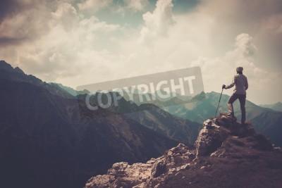 Póster Mujer, excursionista, cima, Montaña