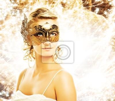 Mujer hermosa en la máscara de carnaval sobre fondo abstracto