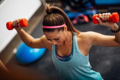 Póster Mujer, levantamiento, pesos, trabajando, ella, hombros, gimnasio