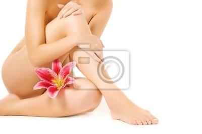 Mujeres con piernas lirio rosa aisladas sobre fondo blanco