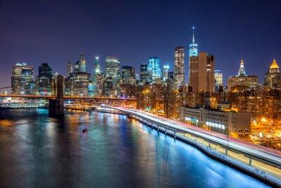 Póster Nueva York escena nocturna con el horizonte de Manhattan y Brooklin B