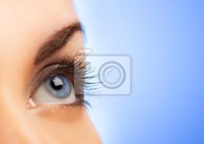 Ojo humano sobre fondo azul (someras DOF)