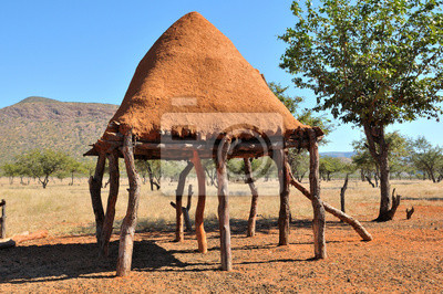 Ovahimba sala de almacenamiento de alimentos en zancos