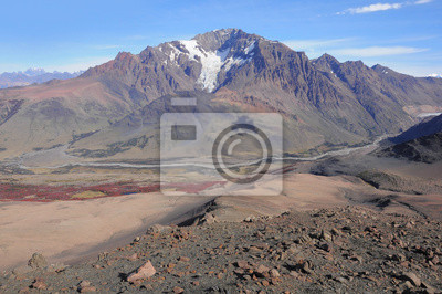 Paisaje de montaña. Parque Nacional Loc Glaciares.