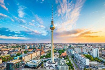 Póster Panorama de Berlín horizonte con la torre de televisión al atardecer, Alemania