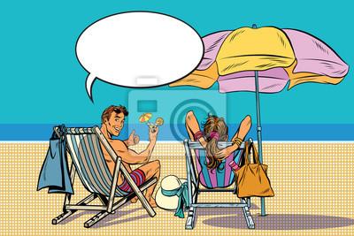 Pareja hermosa hombre y mujer descansando en la playa