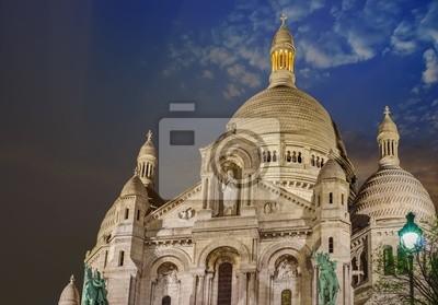 París, 12 de diciembre: Catedral del Sagrado Corazón vista exterior en Montmartr