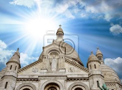 París, 29 de noviembre: vista inferior de la Catedral del Sagrado Corazón.