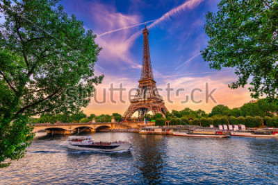 Póster Paris Eiffel Tower and river Seine at sunset in Paris, France. Eiffel Tower is one of the most iconic landmarks of Paris.