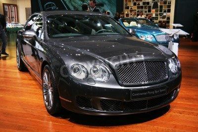Póster PARIS - OCTOBER 11: Bentley Continental Flying Spur Speed is displayed at the Paris Motor Show 2010 at Porte de Versailles, on October 11, 2010 in Paris, France